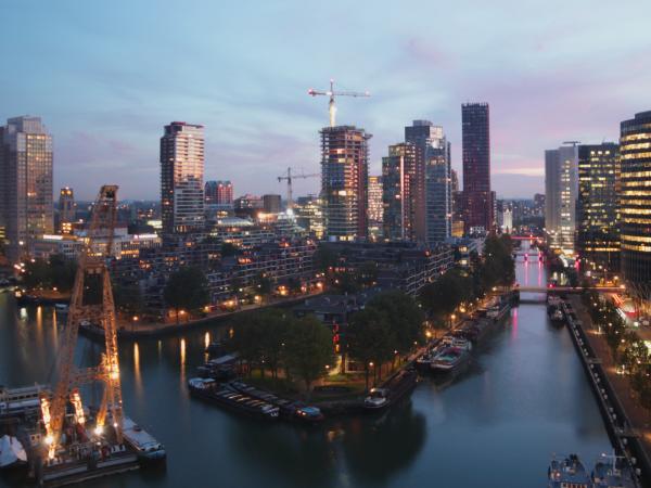 Timelapse Up:Town Skyscraper Rotterdam